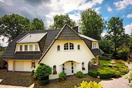 Exklusive Villa Sauna Whirlpool Kamin BBQ Hamburg