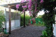COCHERA cubierta con portón