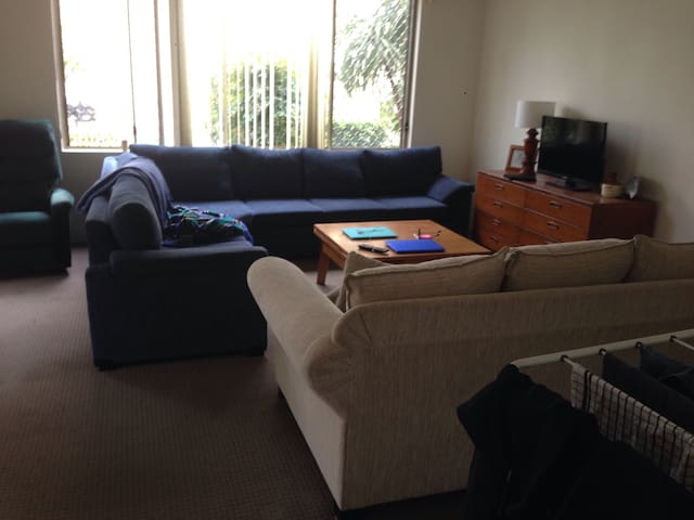 Self contained 2 bedroom unit across from Harbour - Wollongong - Apartamento