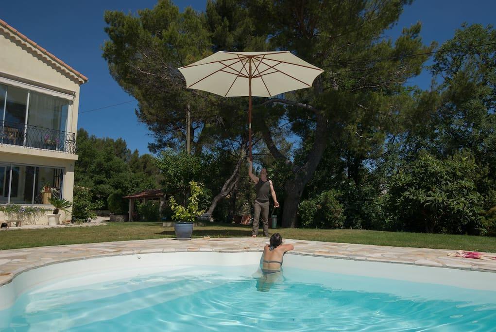 Une piscine privée 7,7 x 3,7 et 1,45m de profondeur
