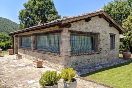 Idyllic Umbrian hilltop studio cottage