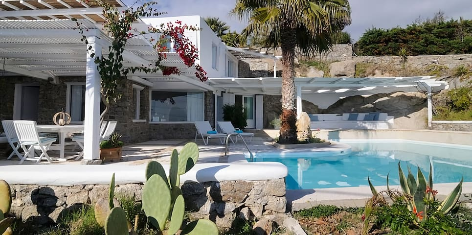 4 BR Villa with Private Pool in Mykonos