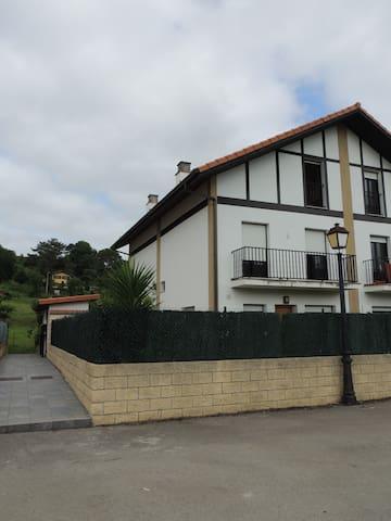Precioso adosado - Cantabria - Stadswoning