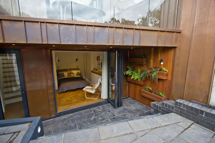 Contemporary garden studio in Forest Hill, London