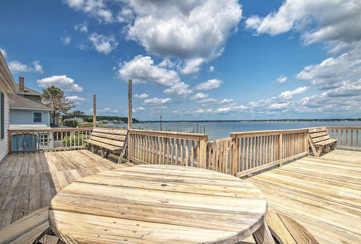Bayfront Home w/Deck, Walk to Boat Launch & Beach!