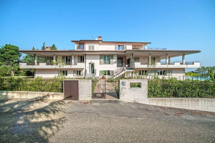 Plush Villa apartment in Tavullia with Jacuzzi