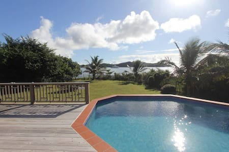 Beachfront Villa With Stunning Views - Huvila