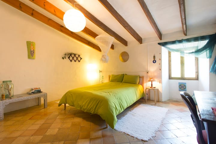 Double bedroom in antique house - Esporles - House