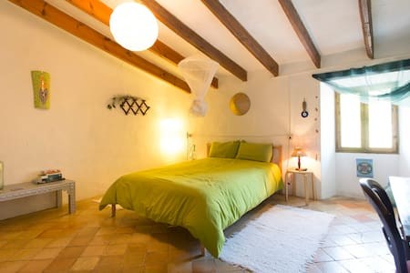 Double bedroom in antique house - Esporles