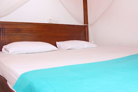 New Sea Breeze Mirissa-Deluxe Room - Bed & Breakfast