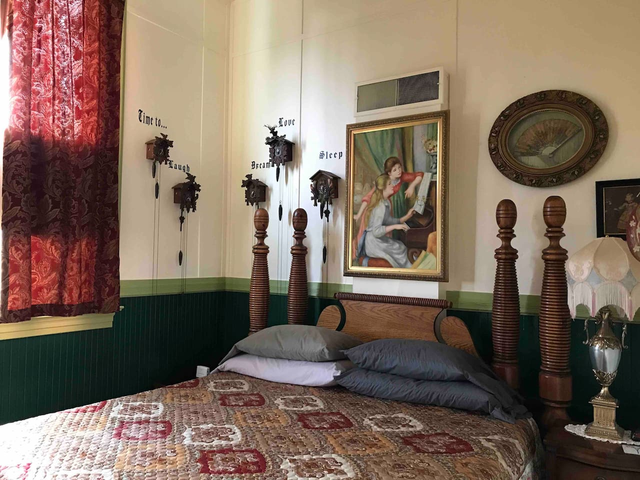 The newly decorated Clark Room captures the style of Deer Island Manor. Filled with antiques and eclectic artwork, the Clark Room with its deluxe king sized bed awaits you!
