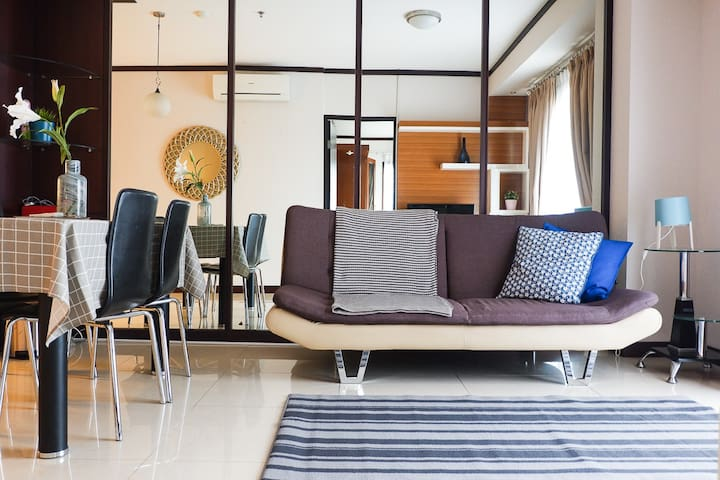 3BR bright downtown flat above Thamrin City
