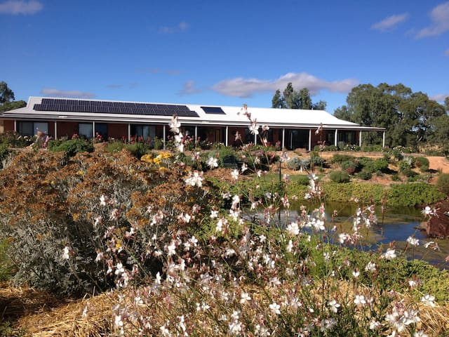 Luxury Couples Retreat at River Gardens Axedale - Axedale - Bed & Breakfast