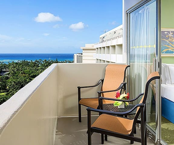 Private Waikiki 1 Bedroom Ocean View with Kitchen
