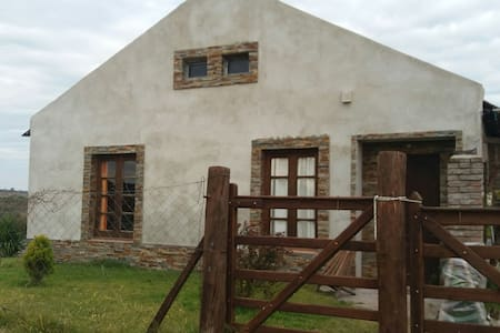 Country House not far from the city. - Mercedes - Bed & Breakfast