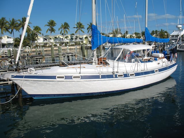 Fully Crewed Private Sailing Yacht Charter - Central Abaco - Boot