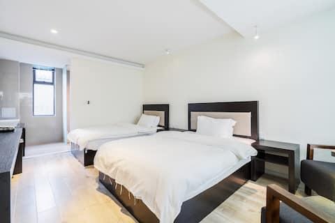 极简风双床房·古城内·空调+免费洗衣机(一楼)