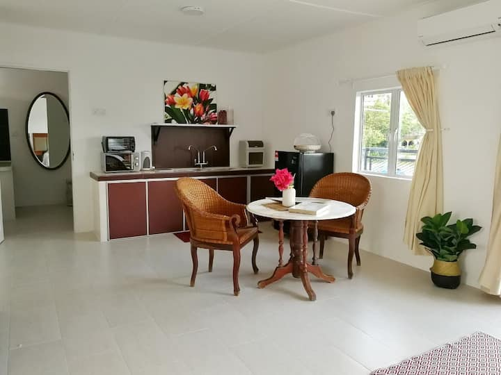 Spacious and bright, Uniquely design apartment 4