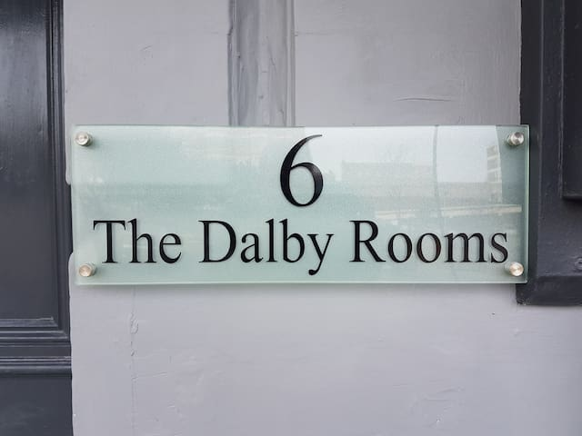 Double room & shower room at the Dalby Rooms - Margate - Bed & Breakfast