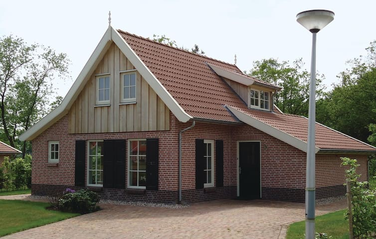 Holiday cottage with 3 bedrooms on 115 m² in Hoge Hexel