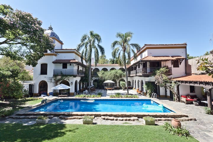 Breathtaking  Colonial Villa   - Acassuso