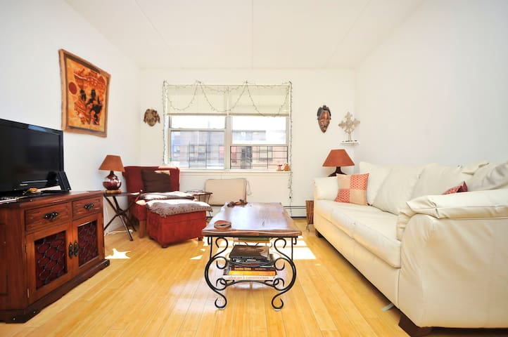 Sunny room with private bathroom - New York - Apartment