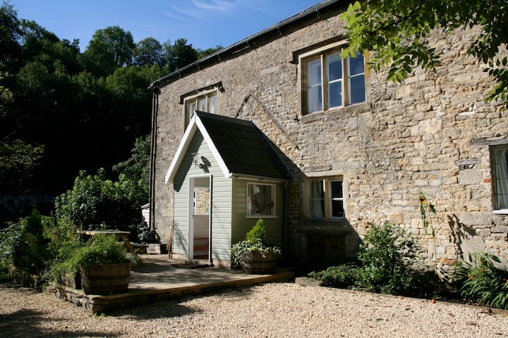 2 bed Cottage in Idyllic Cotswolds
