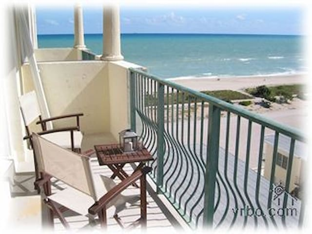 Oceanfront 2/2 Sweeping Beach Views Pool Parking