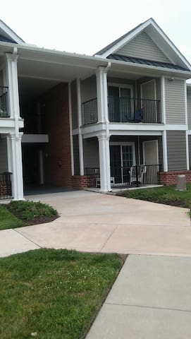 AWESOME APT: Just a drive away from EVERYTHING! - Seaford