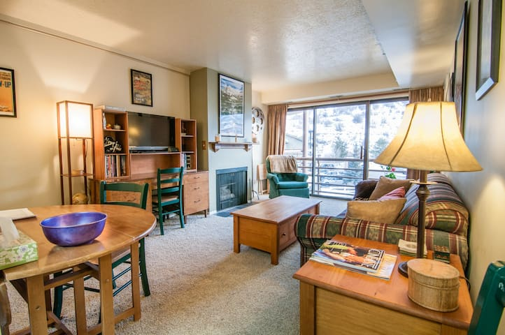 Sunny 1BR Condo - Great Location! - Park City - Apartment