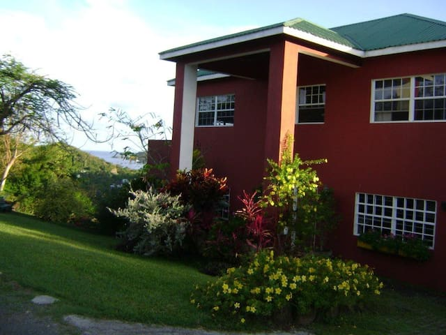 Byamshire1 Lovely home in the hills - Golf Course, Grand Anse