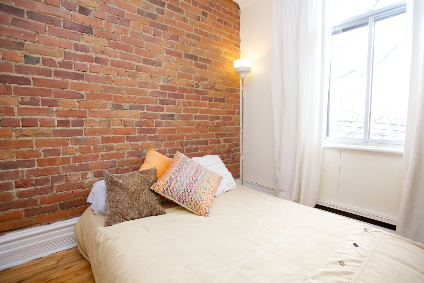 The Brick Furniture Kitchener One Beautiful Bricked Plateau Room Apartments For Rent In