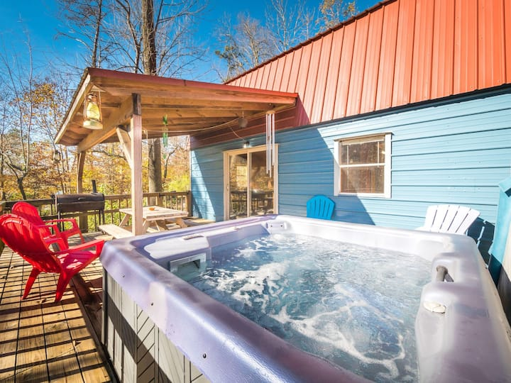 The Shed - Hot Tub and Pet Friendly Cabin at the Foot of Lookout Mountain