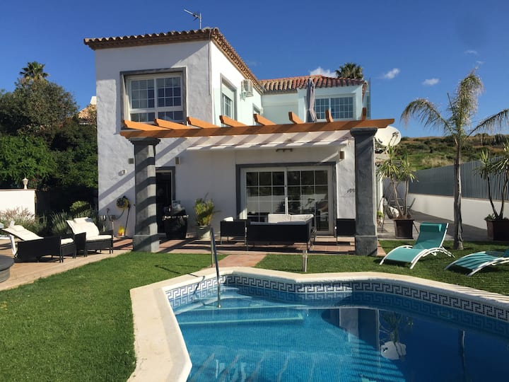 Modern 4 BR villa with pool and views in Estepona