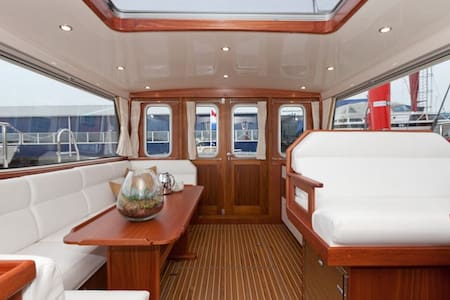 Luxery stay on the water. - Loosdrecht