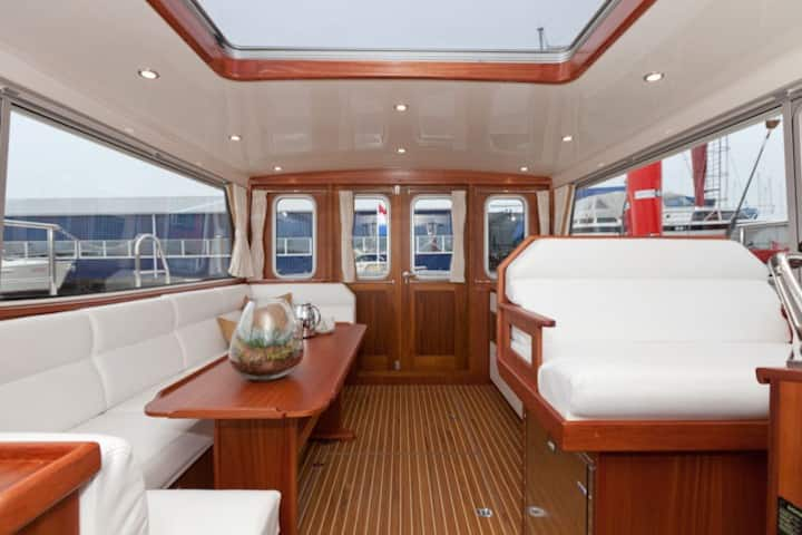 Luxury stay on the water