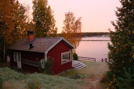 Rätseberget: lake views in the heart of Småland! - Zomerhuis/Cottage