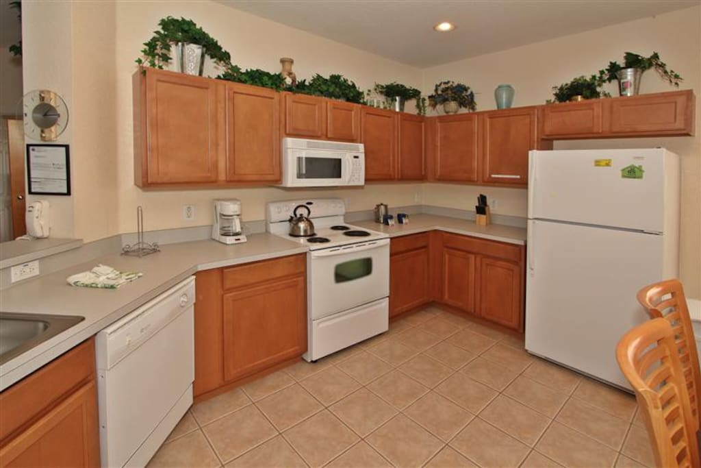 Large Full Kitchen with all the appliances