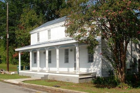 Bunk House - Modern log cabin renov - Greensboro - Huis