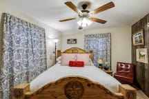 Cozy Lodging near Eagle Mountain Lake!