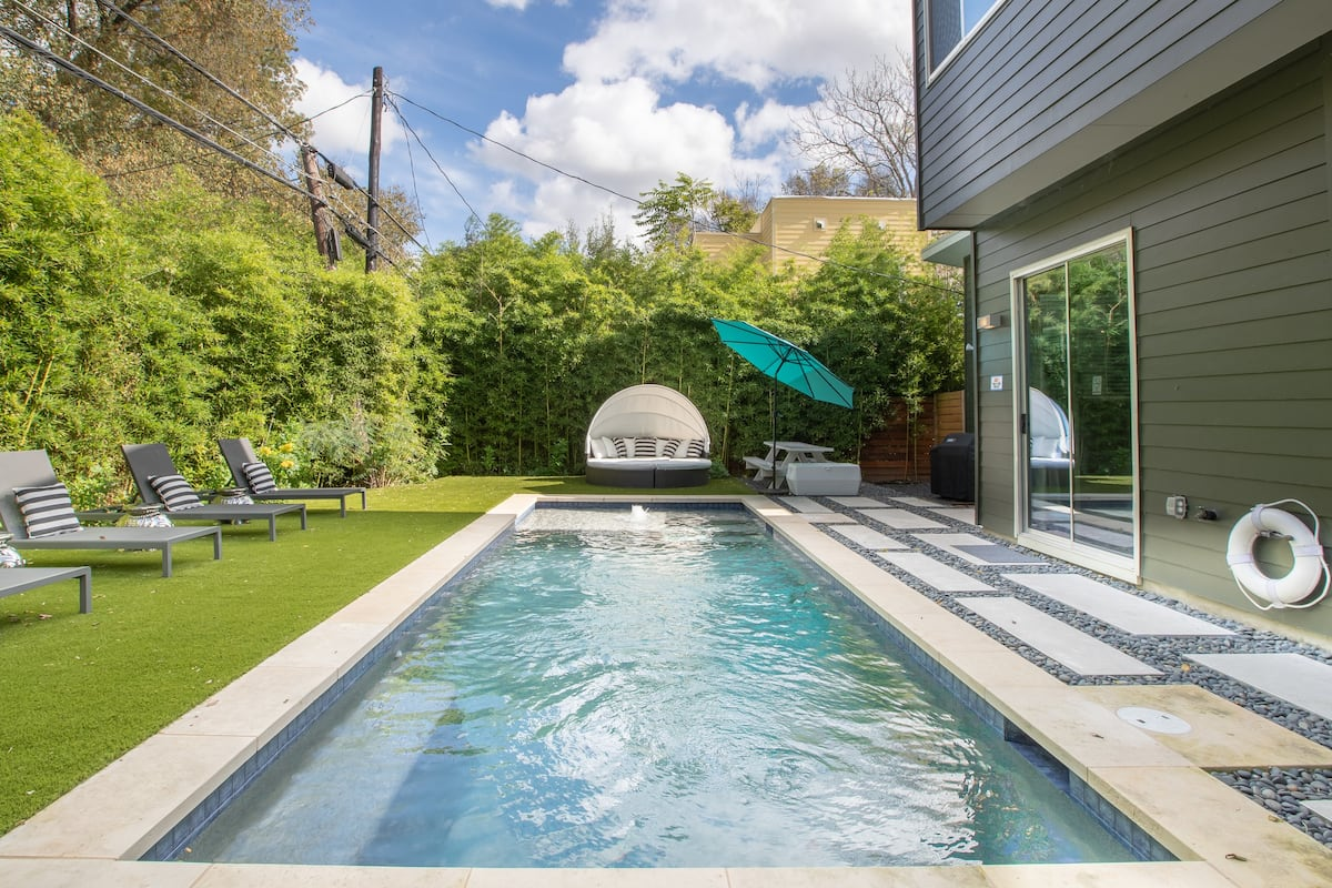Relax In The Heated Pool of a Chic Home Near Everything