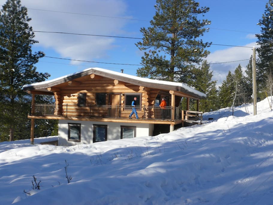 Beautiful log chalet near fernie bc cottages for rent in for Fernie cabin rentals
