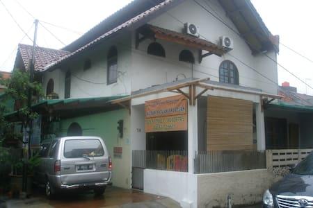 KAMAR EKSTRA - Djakarta