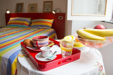 Fruit Rooms your sweet home in Rome - Bed & Breakfast