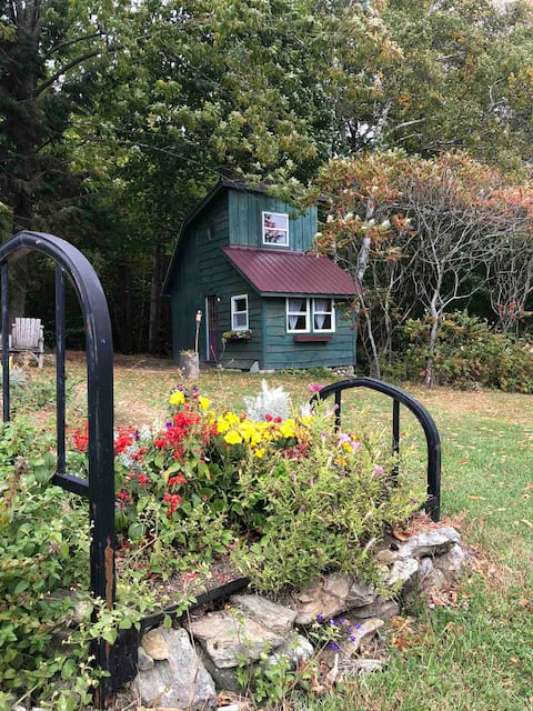 A Place to Be Crows Nest Back 40 Farm- Tiny House