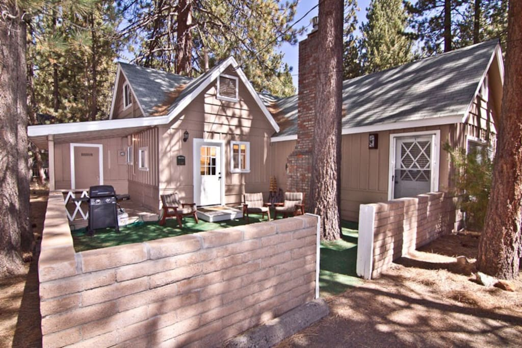 Lakeside lodge steps to lake tahoe cabins for rent in for Rent a cabin in lake tahoe ca
