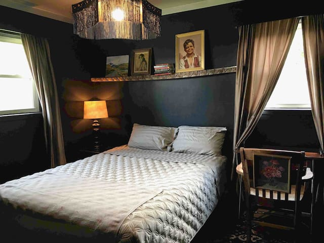 Cozy French room in Southfield