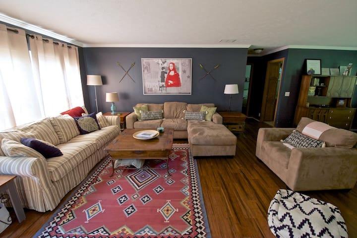 3 Bd/2 BA 2,000 sq' House