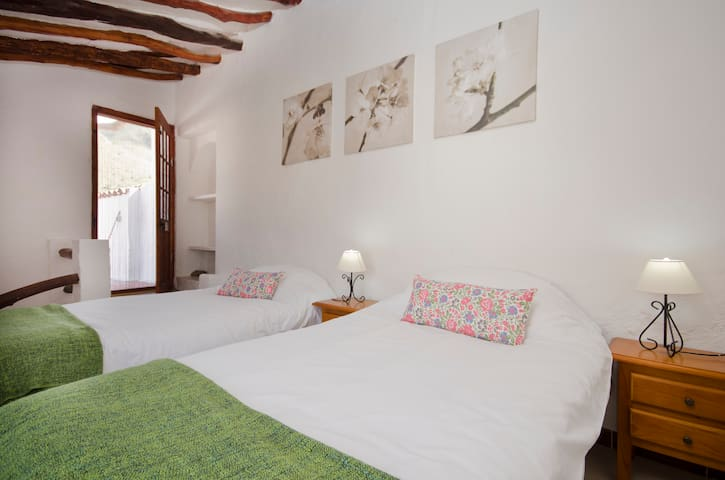 Casa Lola - 2 bedrooms, charming - Rubite - House