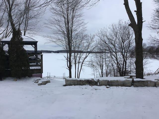 Winter Wonderland—Rustic Cottage on Dog Lake